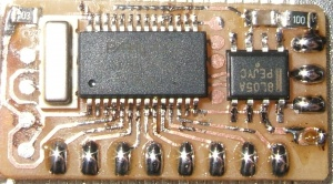"original SX print for the wireless display, showing the SX, a regulator, resonator and ""programmer pads"" where the SX-Key device is pressed. The 433Mhz receiver is not shown in this image."